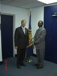 BGR-Präsident Prof. Dr. Hans-Joachim Kümpel, links im Bild, und IMB-Generalsekretär Nii Allotey Odunton