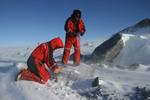 Geowissenschaftler bei der Arbeit im Gelände